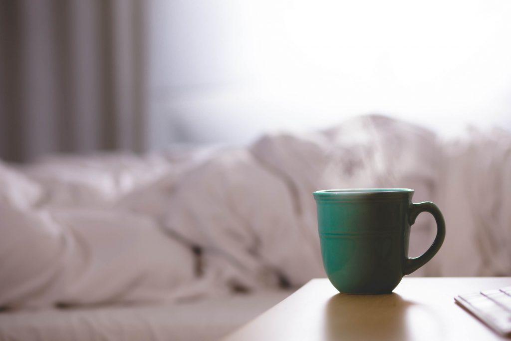 coffee-cup-bed-bedroom-1024x683 Su İçme Alışkanlığı Kazanmak için Tavsiyeler