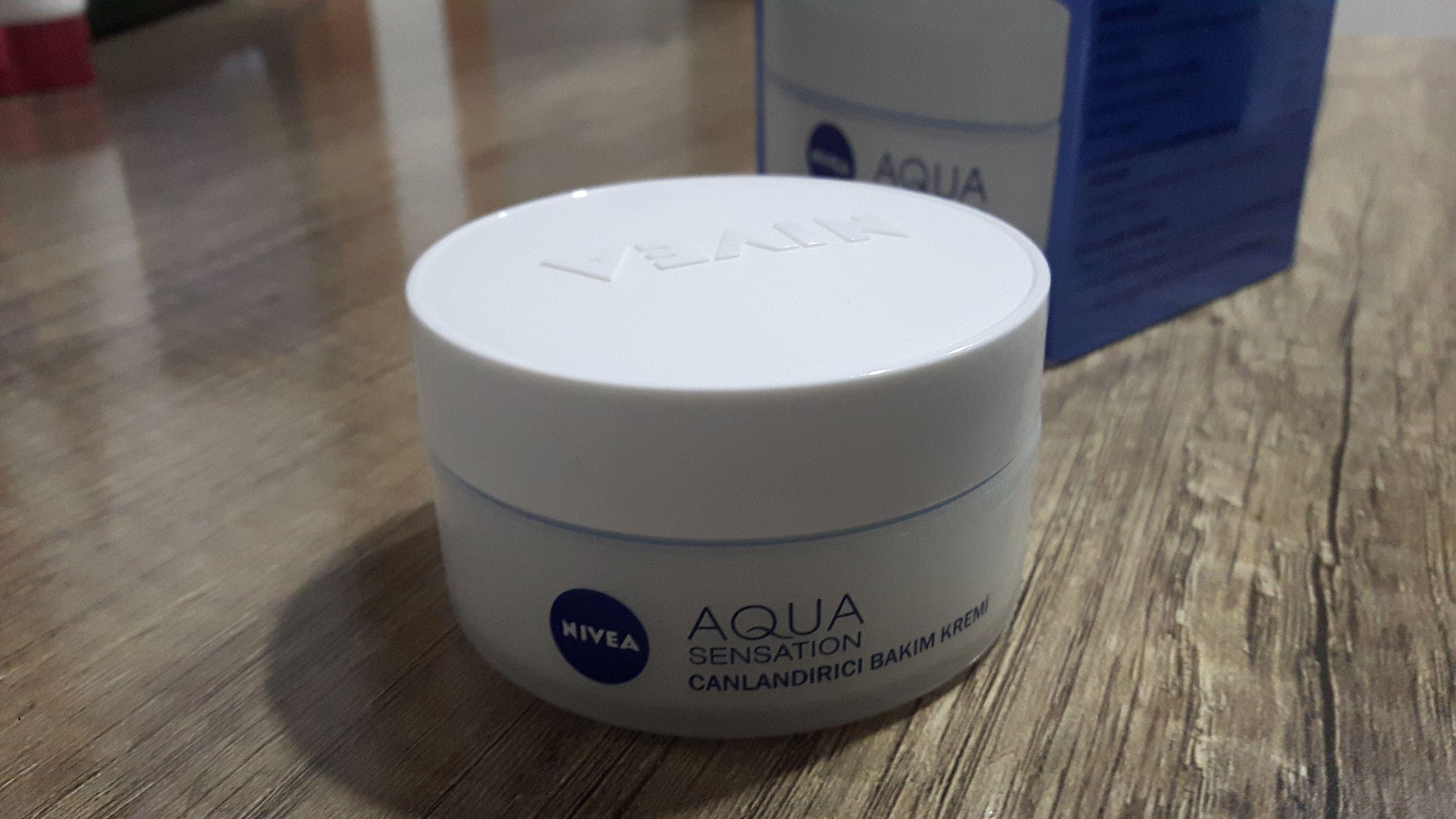 Nivea Aqua Sensetion Canlandırıcı Bakım Kremi