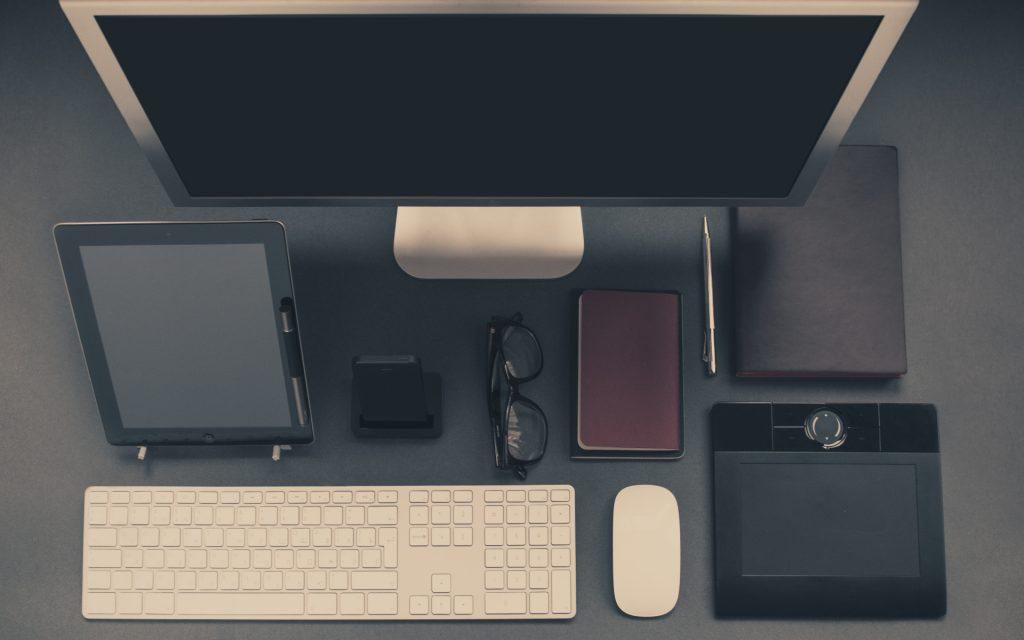 apple-iphone-desk-office-1024x640 Çalışma-Ofis Masası Düzenleme İpuçları