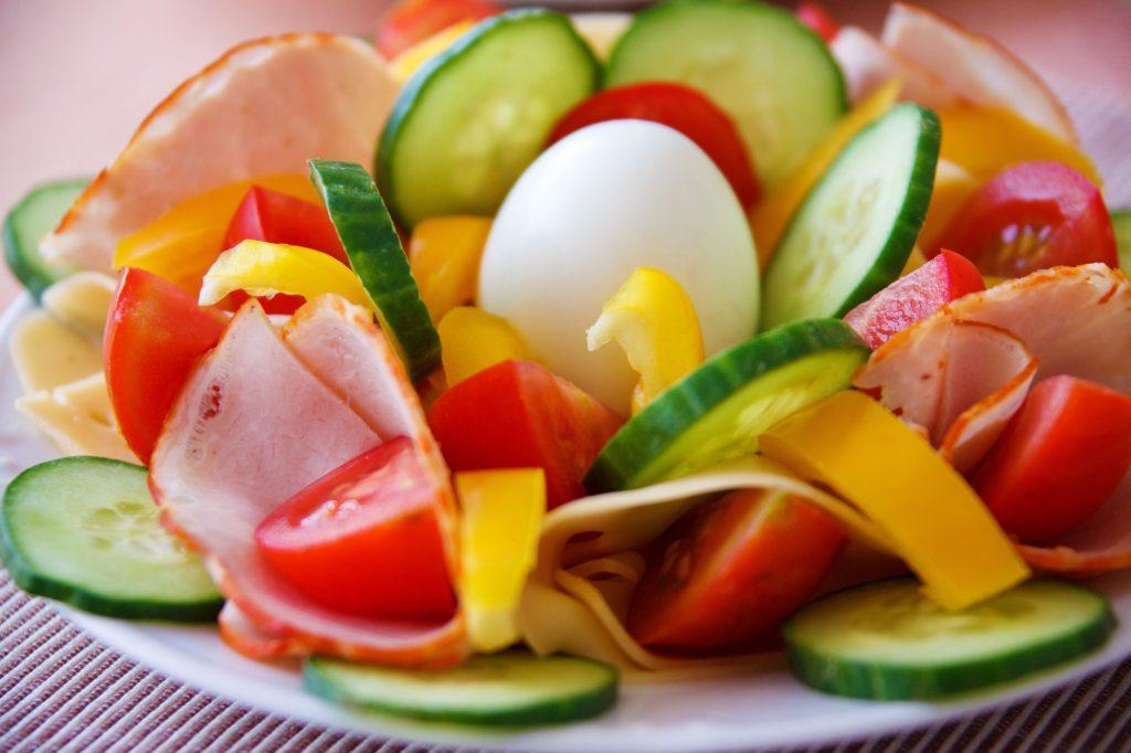 food-salad-healthy-vegetables-1-1024x682 Pratik Kahvaltı Önerileri
