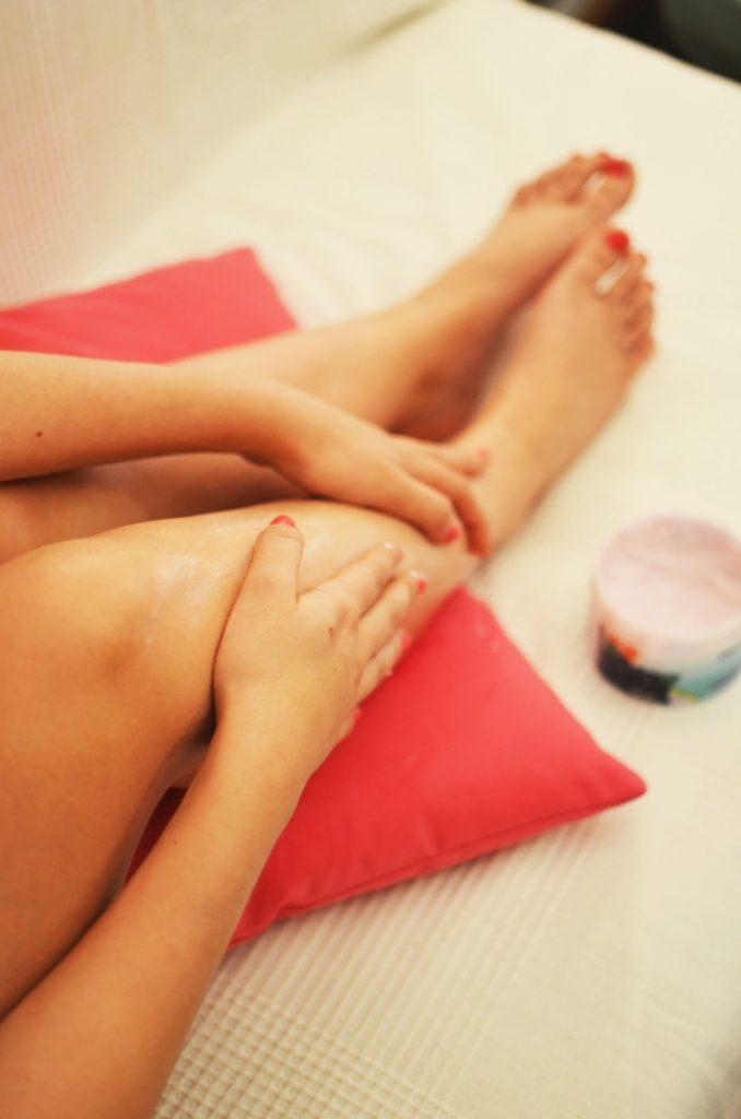 woman-legs-relaxation-beauty-678x1024 Hızlı Ayak Bakımı Nasıl Yapılır?