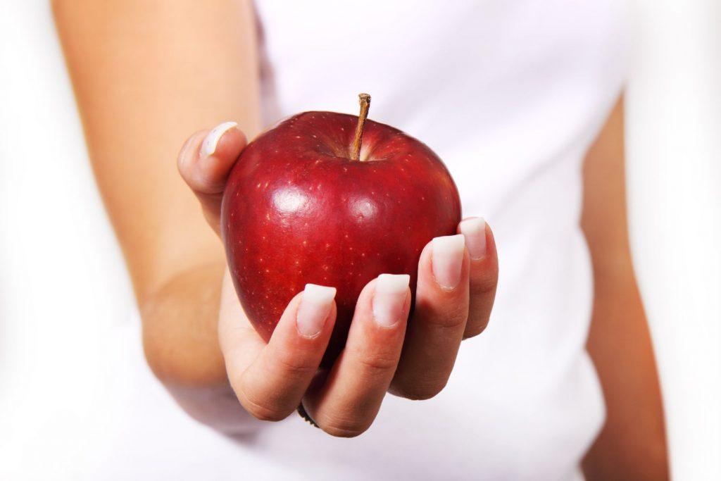 apple-diet-female-food-42068-1024x683 Yeni Yılda Kendime Söz Veriyorum