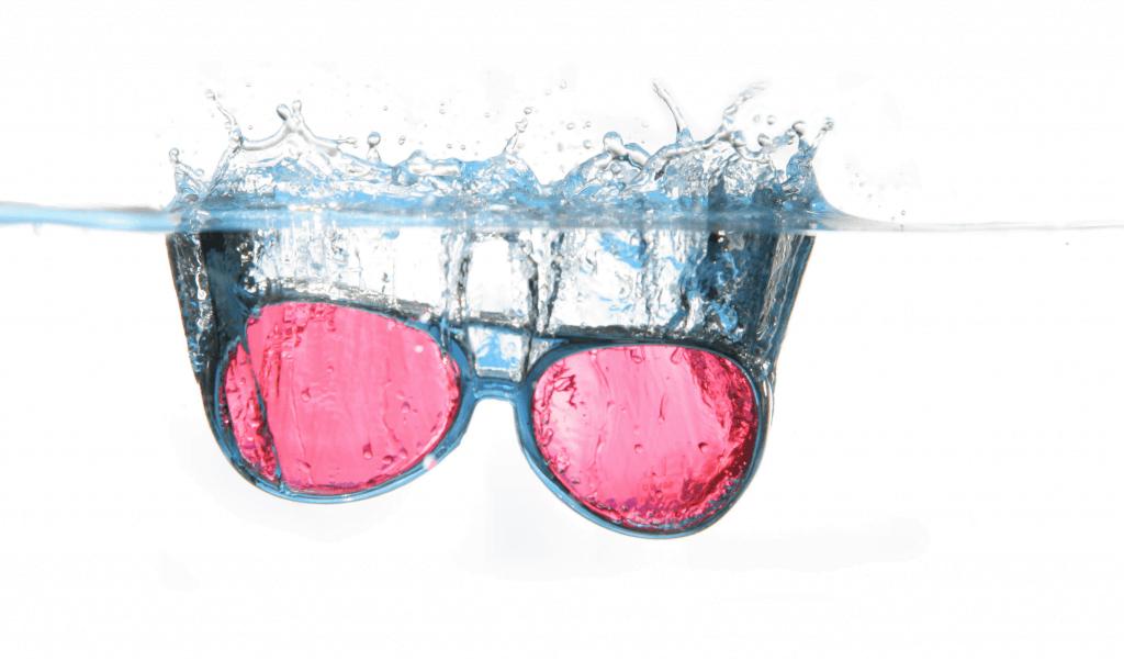 glasses-water-spray-water-surface-55745-1024x602 Güneş Gözlüğü Seçerken Dikkat Edilmesi Gerekenler