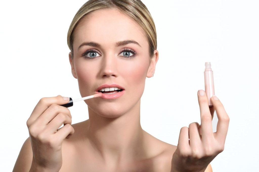 Dolgun Dudaklar İçin Makyaj Hileleri